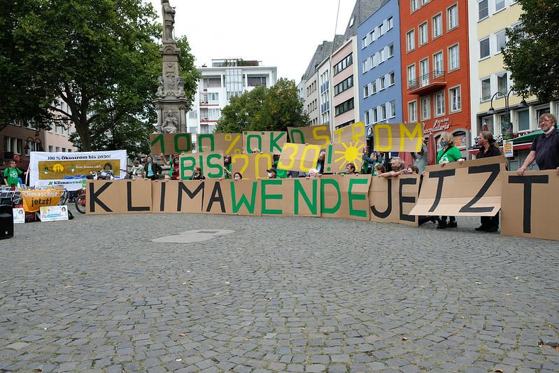 Protestaktion gegen die Privatisierung der RheinEnergie